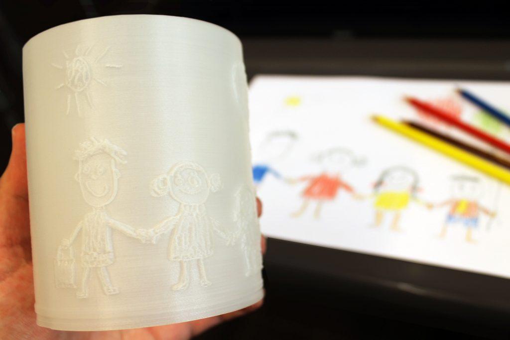 Selbst gemaltes Bild als Nachtlicht aus dem 3D Drucker